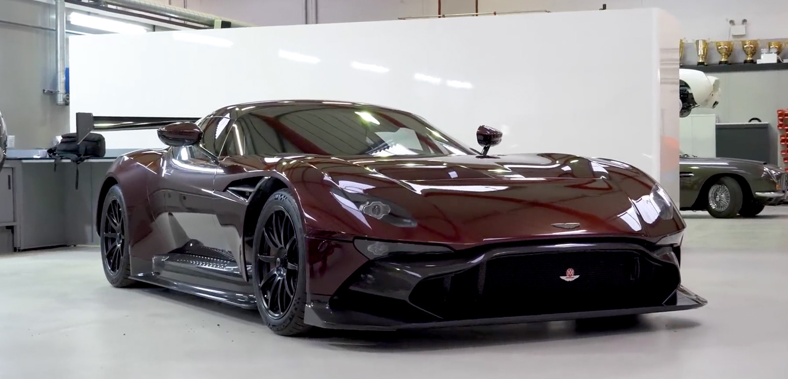 the world 39 s only road legal aston martin vulcan imboldn. Black Bedroom Furniture Sets. Home Design Ideas